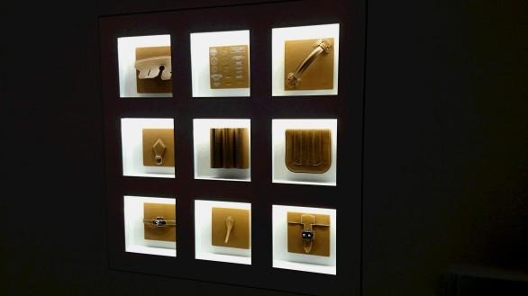 金具の壁面展示